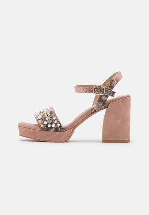 Platform sandals - pink