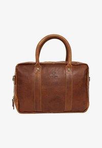 Gusti Leder - Briefcase - honey brown - 0