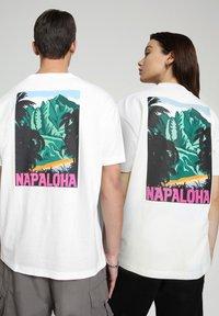 Napapijri - S-ALHOA - T-shirt med print - white graph n - 3