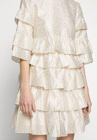 Bruuns Bazaar - FOLJA ANINE DRESS - Vestito elegante - gold - 7