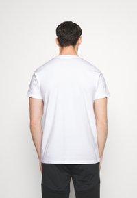 Ellesse - CELLA  - T-shirt z nadrukiem - white - 2