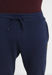 Lyle & Scott - Pantalon de survêtement - navy - 3