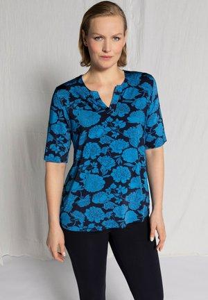 ULLA POPKEN DAMEN GROSSE GRÖSSEN SLINKYSHIRT - T-shirt print - dunkles himmelblau
