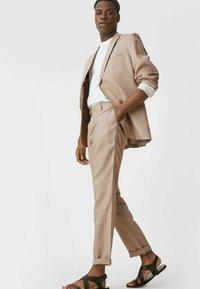 C&A - Spodnie materiałowe - beige - 1