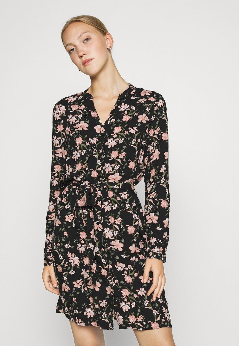 Pieces - PCCARLY SHIRT DRESS - Day dress - black