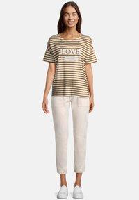 Betty & Co - T-shirt print - weiß/braun - 1