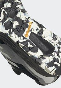 adidas Performance - TERREX TWO FLOW - Stabilty running shoes - savannah/core black/hi-res yellow - 3