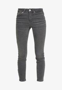 Vero Moda Petite - VMTERESA MR JEANS PETITE - Jeans Skinny Fit - medium grey denim - 3