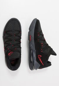 Nike Performance - LEBRON XVII LOW - Koripallokengät - black/university red/dark grey - 1