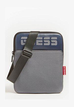 Across body bag - grau