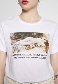 Even&Odd - HATTIE FALLING  - T-shirt print - white - 5
