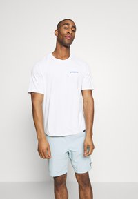 Patagonia - CAP COOL DAILY GRAPHIC - T-shirt imprimé - white - 0