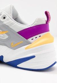 Nike Sportswear - M2K TEKNO - Sneakersy niskie - light smoke grey/photon dust/vivid purple/laser orange/hyper blue/summit white - 2