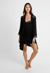 Etam - LIDDY DESHABILLE - Dressing gown - noir - 1