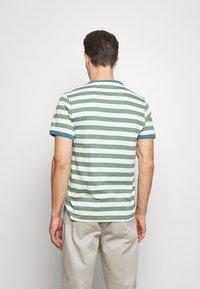 Farah - BELGROVE STRIPE TEE - Print T-shirt - vine green - 2
