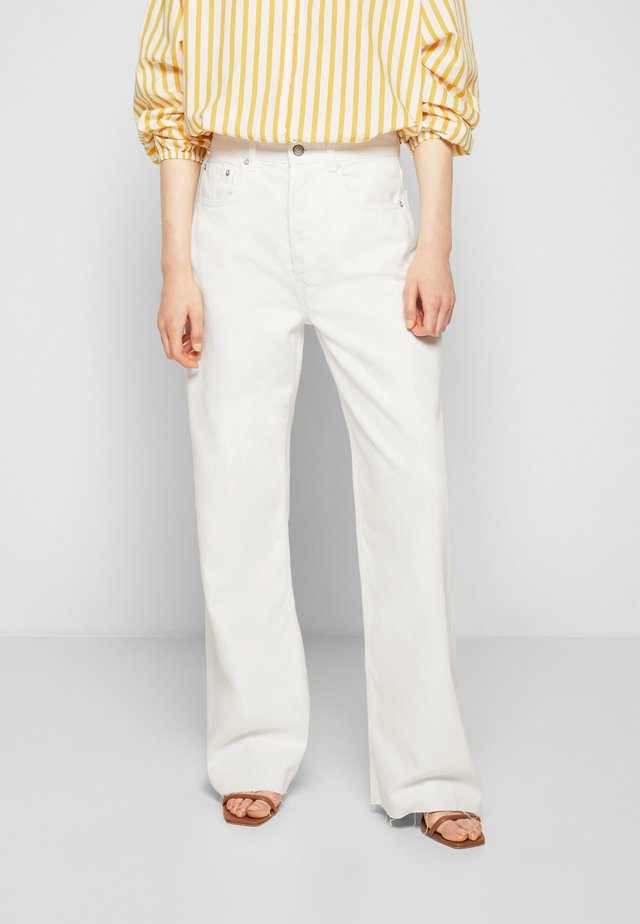 CHARLEY WIDE LEG - Džíny Relaxed Fit - vintage white