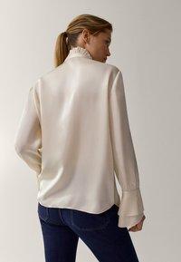 Massimo Dutti - MIT VOLANT - Button-down blouse - white - 1