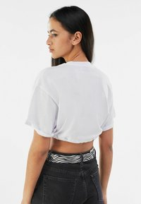 Bershka - Print T-shirt - nude - 2