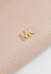 MICHAEL Michael Kors - MONEY PIECES CARD CASE - Plånbok - soft pink - 2