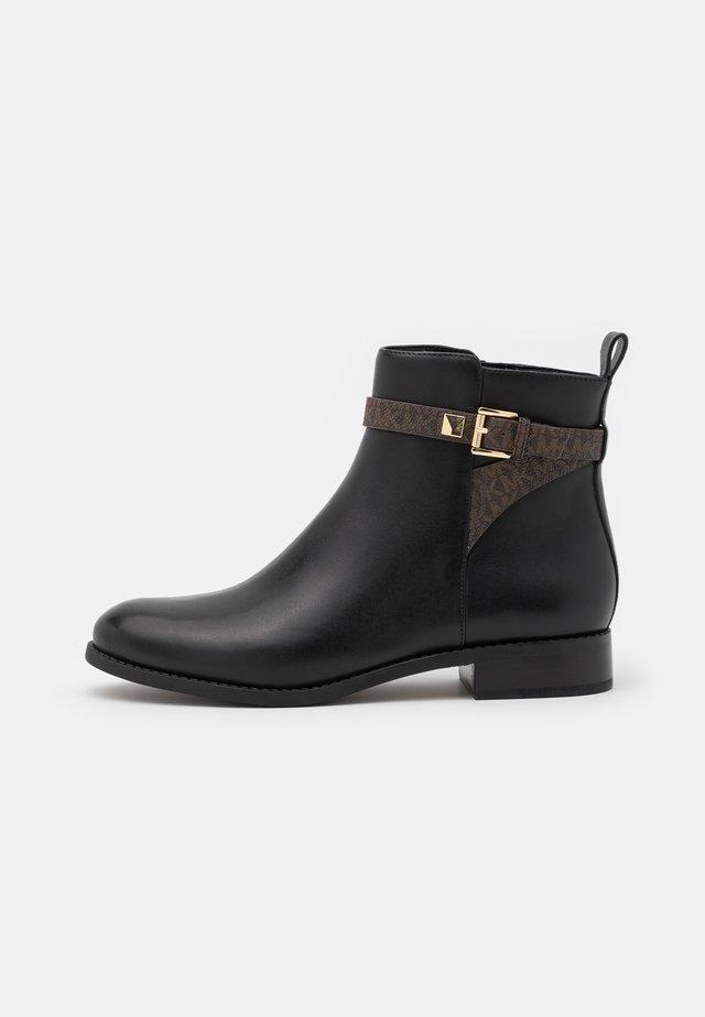 FANNING FLAT BOOTIE - Støvletter - black