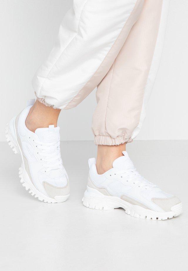 BUMPY - Sneakersy niskie - white