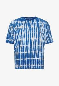Common Kollectiv - PLUS TIE DYE PRINTED SHORT SLEEVED TEE - T-shirt z nadrukiem - blue - 3