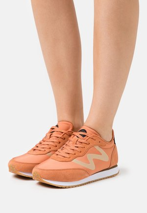 OLIVIA METALLIC - Trainers - peach