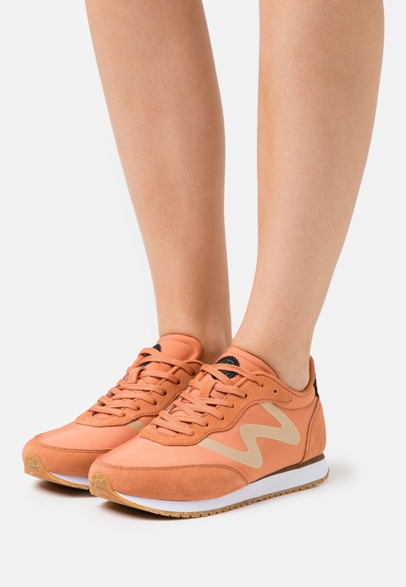 Woden - OLIVIA METALLIC - Trainers - peach