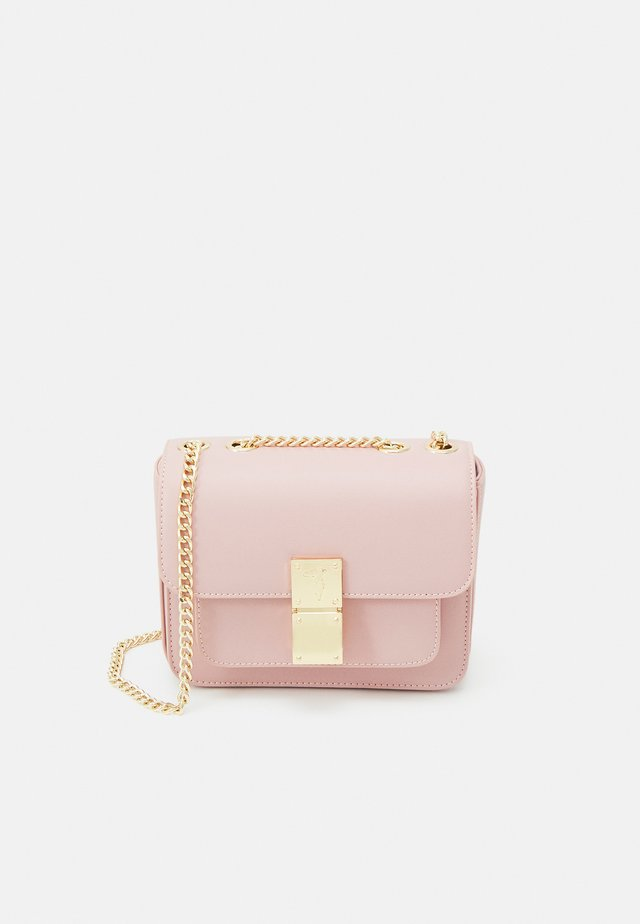 LIONE SHOULDER CHAIN ECOLEA - Sac bandoulière - mellow rose