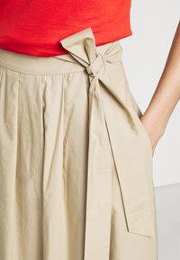 WEEKEND MaxMara - OBLARE - Veckad kjol - ton - 5
