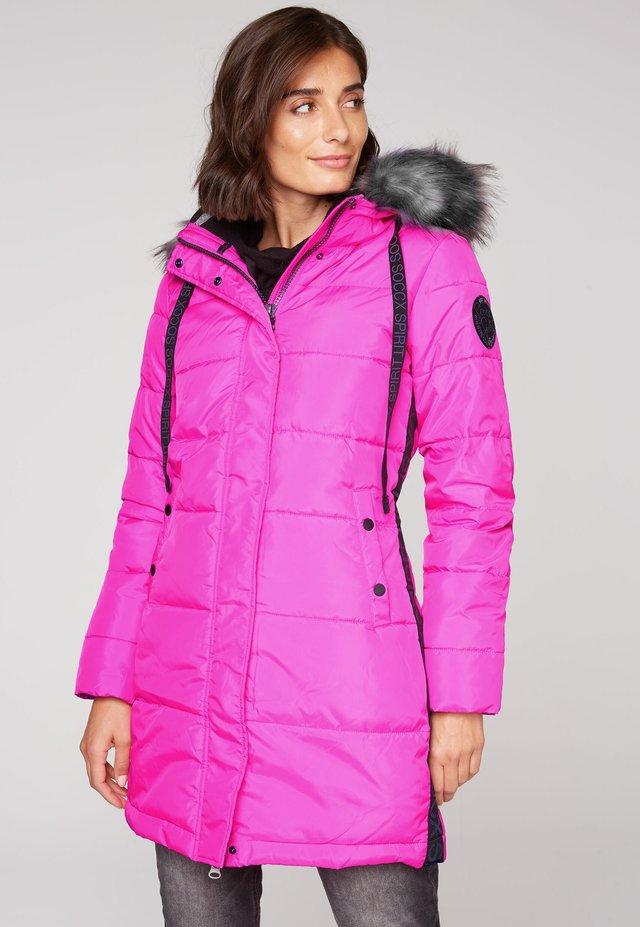 MIT KAPUZE UND LOGO-TAPE - Winter coat - electric magenta
