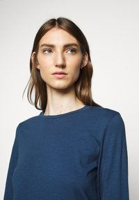 CLOSED - WOMEN´S - Long sleeved top - archive blue - 3