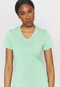 Jack Wolfskin - CROSSTRAIL WOMEN - Basic T-shirt - pacific green - 3