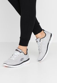 Skechers Sport - FLEX APPEAL 3.0 - Zapatillas - white black/light pink - 0