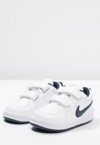 Nike Performance - PICO 4 - Scarpe da fitness - weiß/dunkelblau - 2