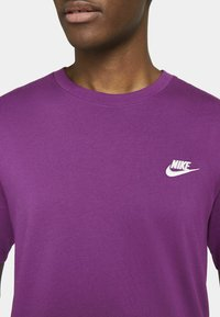Nike Sportswear - CLUB TEE - T-shirt - bas - viotech white - 3
