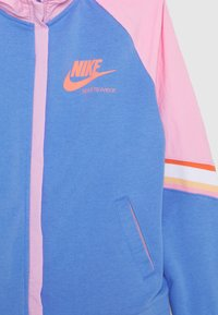 Nike Sportswear - HERITAGE HOODIE - Hoodie met rits - royal pulse/pink/atomic pink - 2