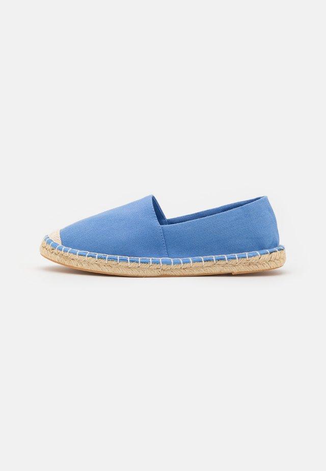 FLAT - Espadrilles - light blue