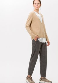 BRAX - STYLE MAREEN S - Trousers - grey - 1