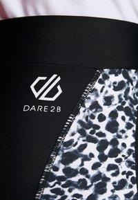 Dare 2B - WORLDLY CAPRI - 3/4 sportsbukser - black/white - 6