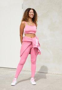 adidas Originals - BRA ORIGINALS ADICOLOR PRIMEGREEN TOP FITTED - Top - rose tone - 1