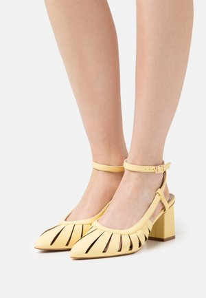 MAIYA - Klassiske pumps - yellow