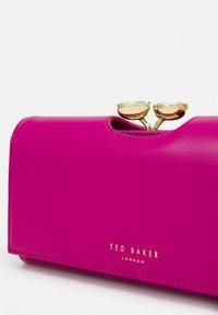 Ted Baker - INNDIGO - Wallet - pink - 4