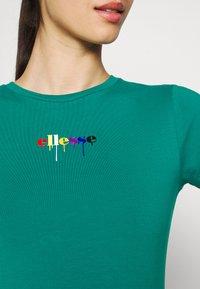 Ellesse - ROSEMUND TEE - T-shirts print - green - 4