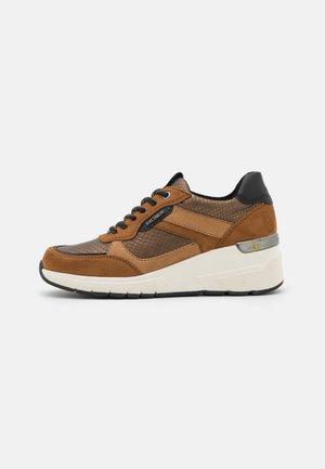 Sneakers laag - brown