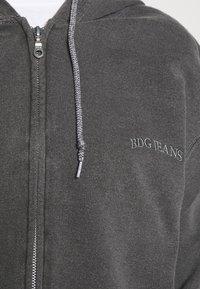 BDG Urban Outfitters - ZIP UP HOODIE - Hoodie - charcoal - 5