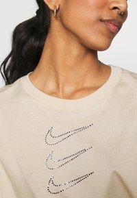 Nike Sportswear - TEE CROP - T-Shirt print - oatmeal - 5