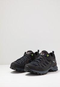 Salewa - MTN TRAINER LITE GTX - Hiking shoes - black - 2