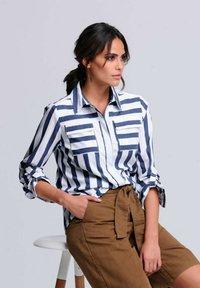 Alba Moda - Button-down blouse - weiß/blau - 3
