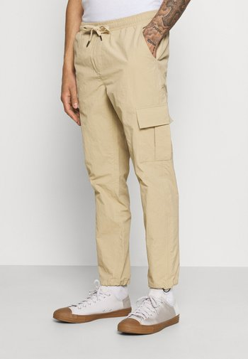 PASCAL PANTS - Cargo trousers - traventine
